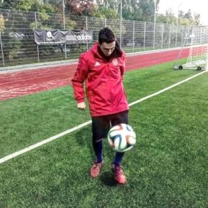 Paolo mentre si allena con la nuova squadra di calcio